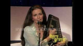 June Carter Cash – Hello Stranger / interview / San Antonio Rose (Merv Griffin Show 1980)