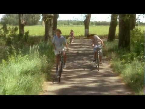 смотреть фильм Нежные кузины / Tendres cousines (1980) трейлер онлайн бесплатно без регистрации в хорошем качестве