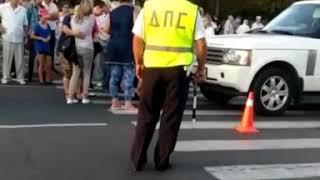 Машина сбила ребенка на пешеходном переходе в Майкопе (видео из открытых источников)