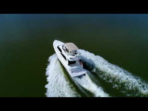 Cruisers Yachts 5000 Sedan Sport video