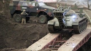 preview picture of video 'RC Panzer / Tank & Militärfahrzeuge - EuroModell Bremen 2013'