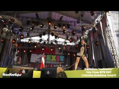 RADIOLIPS - Radiostar live from MTV EXIT @Gasibu Bandung 1sep12.mpg