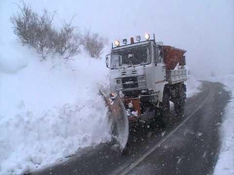 2 metri di Neve a Castelsaraceno (PZ) - spazzaneve in azione 12/feb/2012