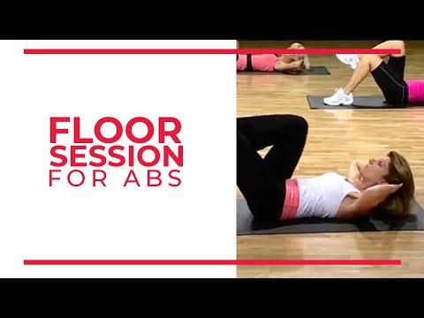 El complejo el ejercicio para el adelgazamiento sobre las maquetas de entrenamiento