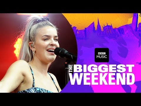 Anne-Marie – 2002 (The Biggest Weekend)