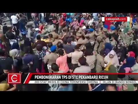 Bentrok, Batu Melayang Saat Pembongkaran TPS di STC Kota Pekanbaru
