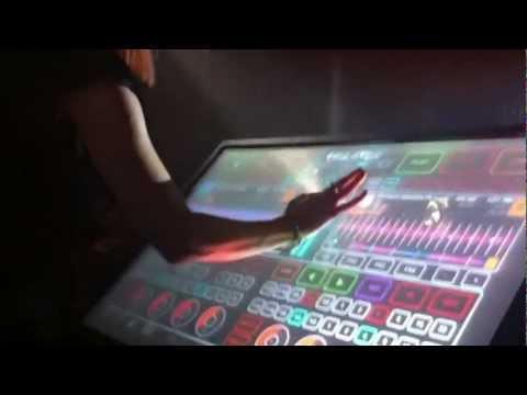 MONICA X DISPLAY EMULATOR LIVE @ ISABELLA PANAMA NYE 2013.