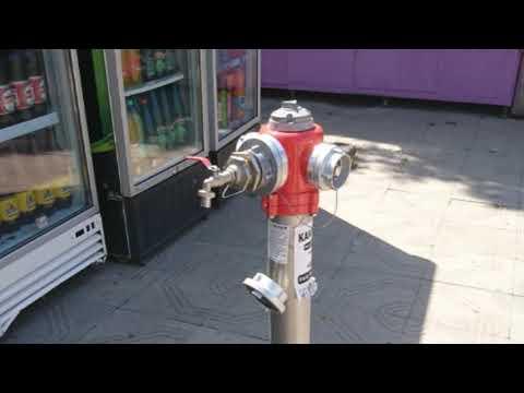 Cisterna i 3 hidranta  sa vodom za piće u centru grada