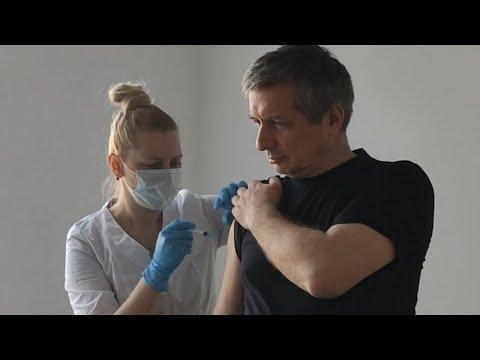 Сотрудники «Истринской сыроварни» сделали уколы от коронавируса и получили стильные значки Vaccinated