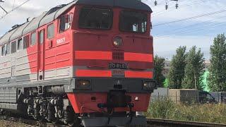 Тепловоз 2ТЭ116к 1029 с товарным составом из разных вагонов из ОРАНИЕНБАУМа-1.близ станции ЛИГОВО.