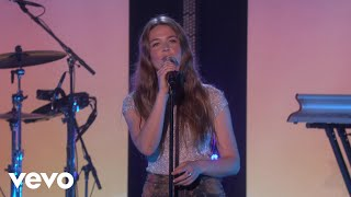 Gambar cover Maggie Rogers - Light On (Live On The Ellen Show) / 2019