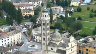 preview picture of video 'Tirano piazza Basilica e treno rosso'
