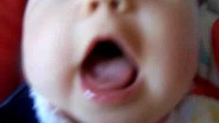 Fou rire de bébé.