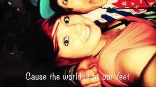 5SOS - Hearts upon our sleeve for Jasmine Clothier lyrics