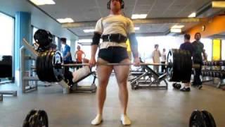 Deadlifting 200 kg for 16 reps