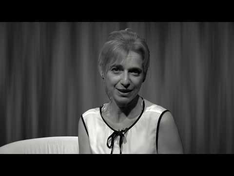 Comédie speakerine. Charlotte Guedj