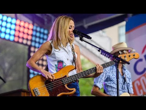 Sheryl Crow performs 'Still the Good Old Days' live
