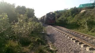 preview picture of video 'Pakistan Railways: Subak Raftar Express'