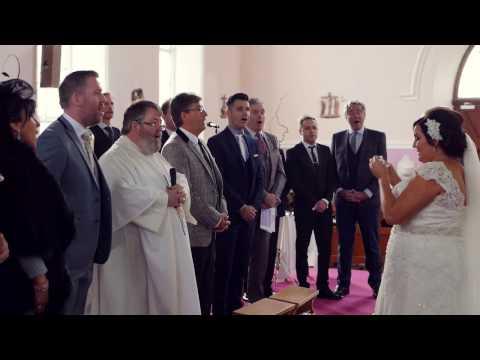 Bruden bryter sammen når hun hører stemmene i kirken