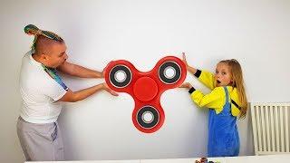ТРЮКИ со СПИННЕРОМ / 11 БОЛЬШИХ спиннеров 6 ЛАЙФХАКОВ / Giant Fidget Spinner Challenge Hacks  Tricks