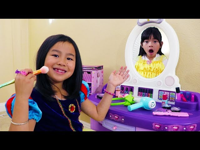 Jannie Pretend Play w/ Kids Make Up Toys & Dress Up as Cute Disney Princesses