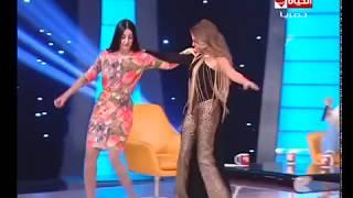 تحميل و مشاهدة صافيناز تتحدى رزان مغربى بالرقص والدلع على مسرح الحياة حلوة MP3