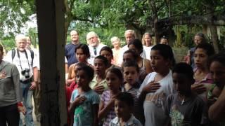 Children sing honduran national anthem