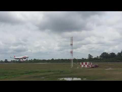 Pengoperasian Perdana Runway 2.600 Bandara SSK II Berjalan Lancar