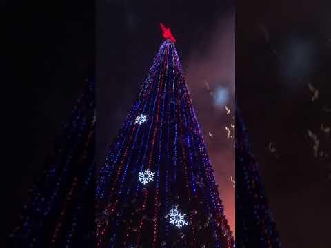 Салют в Луганске на открытие елки 21 декабря