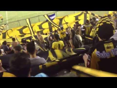 """MEGA LOCOS ALENTANDO"" Barra: Mega Barra • Club: Real España"