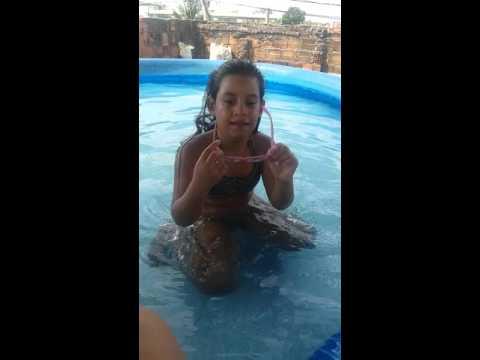 Como fazer ginástica na piscina de casa.