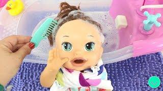 Lavando el Pelo de la muñeca Sara Baby Alive de BB Juguetes