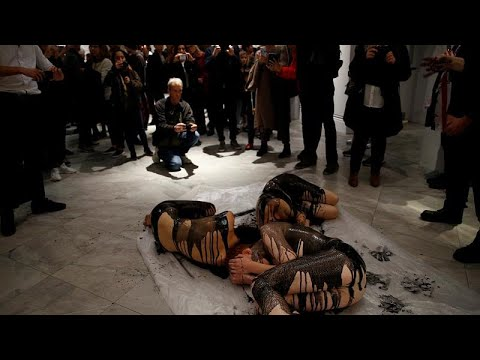 Λονδίνο: Ακτιβιστές για το κλίμα κατά χορηγιών της BP σε γκαλερί…