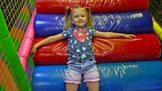 Развлекательный Центр для Детей Огромный ЛАБИРИНТ Прыгаем на БАТУТАХ Indoor Playground for Kids