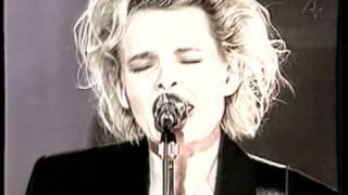 Eva Dahlgren - En blekt blondins resor - 05 Intervju (Poesi), Stay