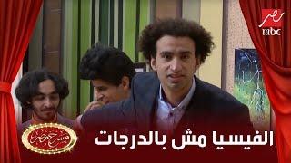 علي ربيع يخرج عن النص ويوجه رسالة كوميدية لـ جامعة عين شمس بسبب زميله