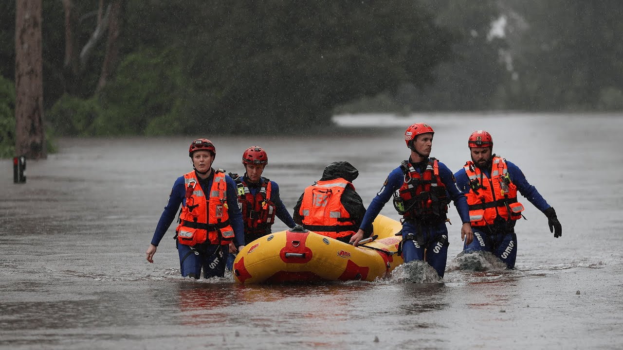 Thousands forced to flee homes as rains near Sydney bring worst floods 'in 100 years'