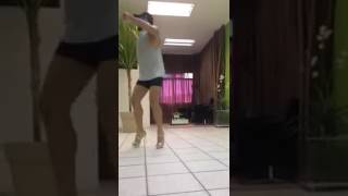 Парень танцует на каблуках. Танцует лучше девушки