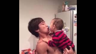 唇を守るために全力なクレイジーパパ子育て育児動画