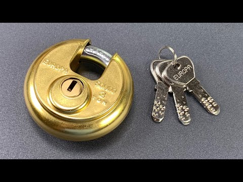 "Lock Picking Lawyer - ""Unpickable"" Europa Disc Padlock"