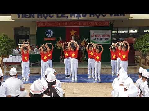Tiết mục dân vũ Việt Nam ơi của Liên đội trường THCS Phước Hiệp