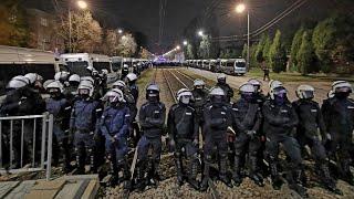 RTV. STRAJK KOBIET – nocna demonstracja pod domem prezesa PiS. Policja użyła gazu, zatrzymania!