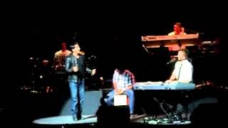 Luis Fonsi con Noel Schajris Aunque Duela Aceptarlo en vivo