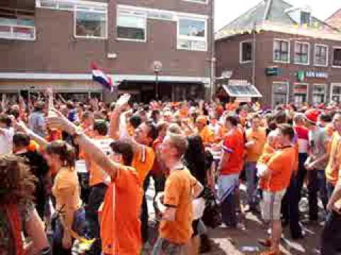 Het Wilhelminaplein tijdens Nederland - Denemarken - deel 3