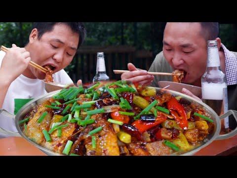 两兄弟今天吃鱼边,起锅的那一刻太有食欲了,吃的真过瘾!【铁锅视频】