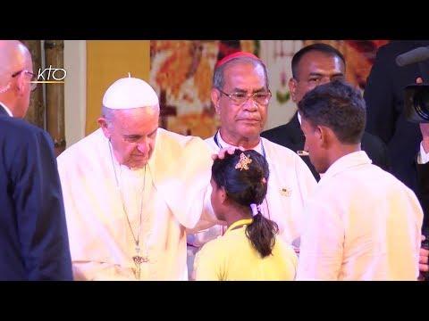 En images, les Rohingyas avec le pape François