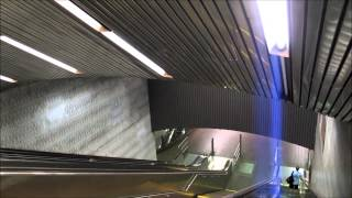 preview picture of video 'Entering Roosevelt lsland Station, New York City subway, USA.'