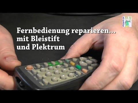 Fernbedienung mit Bleistift und Plektrum reparieren