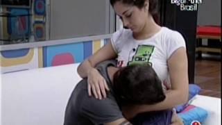 Download Video Fran e Max - Noite de 3-4-2009 - Fran acorda Max e Max beija o buchinho da Fran MP3 3GP MP4