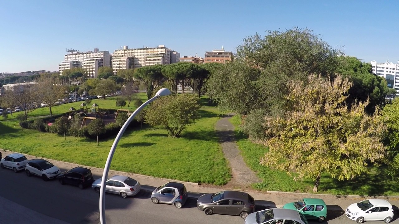 Rooms for rent in 3-bedroom apartment with AC and balcony in Eur Montagnola